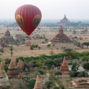 Balloon_over_Bagan